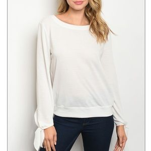 White long sleeve scoop neck tunic top.